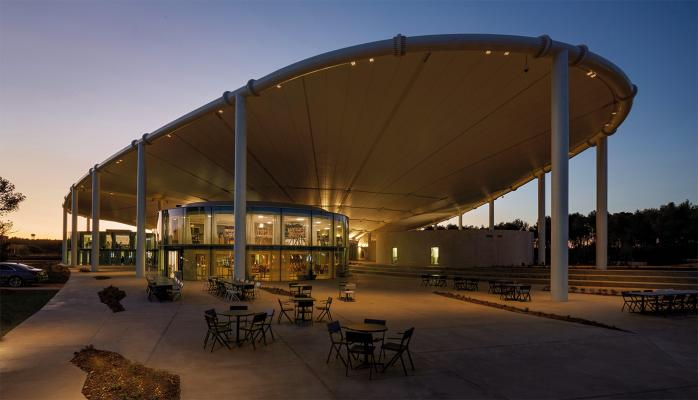Siri 3.0, 3000K, 23W, 30°, white. thecamp, Aix-en-Provence, France. Project by Corinne Vezzoni & Associés, light planning by 8'18''