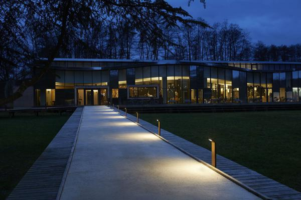 Plin 1.1, 3000K, 12W, cor-ten. Pernod Ricard University, Domaine de La Voisine, Clairefontaine en Yvelines, Francia. Project by Cyril Durand Behar, light planning by Distylight